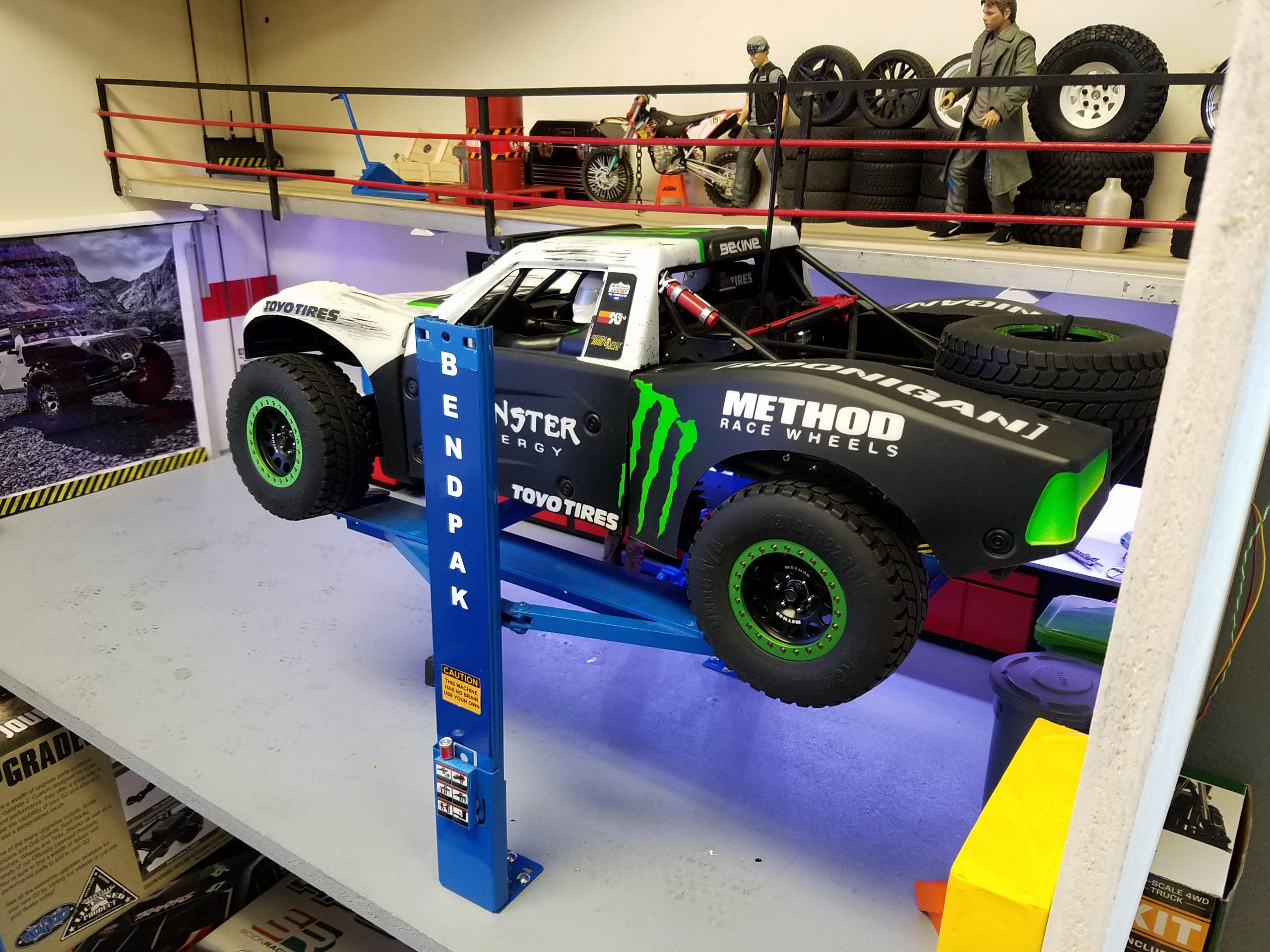 Rc Bombshells Take On A Favorite Scale Trophy Truck Rc Bombshells